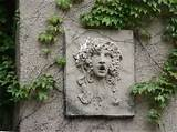 using a outdoor wall sculptures to enhance a garden theme