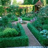 Small traditional garden | Traditional gardens | Garden design ideas ...