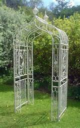 make your garden pretty with metal arch 09