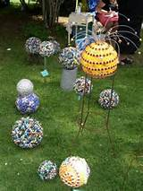loved these garden balls covered with marbles by Ta Dah .