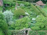 File:Sissinghurst Castle Garden - The White Garden - geograph.org.uk ...