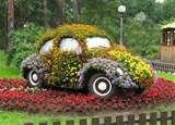 Old car decorated with flowers, creative backyard decorating ideas