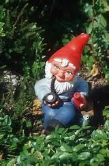 garden-gnome-pipe-9r.jpg (146457 Byte) stock photo