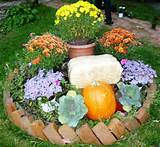 Round Flower Bed Gets Decked for Fall