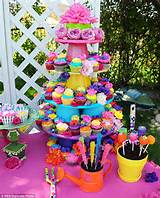 ... pops and cupcakes were on offer at the party, in garden-themed pots
