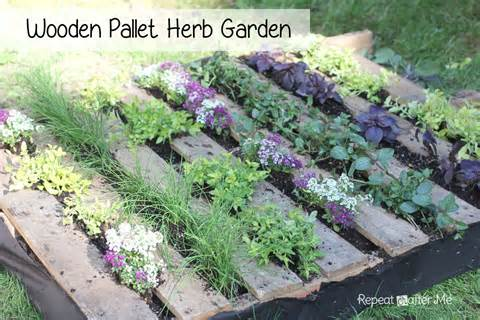 Repeat Crafter Me: Wooden Pallet Herb Garden
