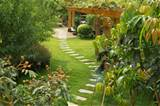 garden-ideas-on-a-budget-with-walkway - FelmiAtika.com