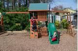 Aire de jeux jardin avec toboggan et balançoires pour les enfants