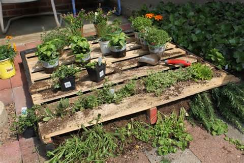 How to Shimmer Your Pallet Garden - Pallet Furniture