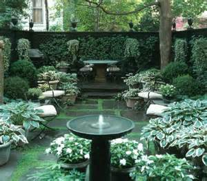 26 Beautiful Townhouse Courtyard Garden Designs - DigsDigs