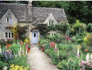 http://p.im9.eu/cottage-garden-bilbury-gloucestershire-england.jpg ...