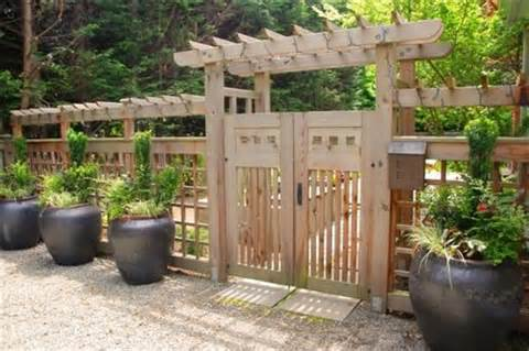 Remarkable Wooden Garden Fences and Gates 500 x 333 · 40 kB · jpeg