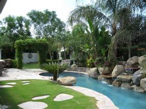 Landscaping Ideas > Landscape Design > Pictures: Small Tropical ...