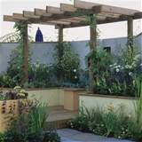 Small garden with wooden pergola | Garden design | Decorating ideas ...