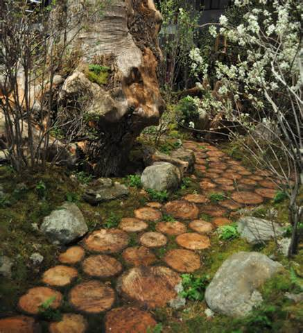 DIY Walkway Of Wood Slices | Shelterness