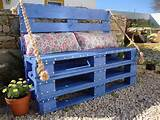 small pallet bench garden furniture DIY blue bench colorful pillows