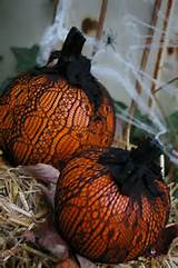 ... quick and easy pumpkin decorating idea / Armstrong Garden Centers