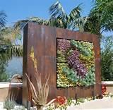 Gartendeko mit Rost cortenstahl-vertikaler-garten-sukkulenten