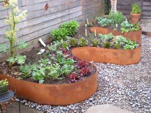 27+ DIY Garden Bed Edging Ideas Ready to Emphasize Your Greenery ...