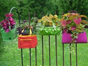 Moltissimi oggetti possono fungere da vaso originale e personale per ...