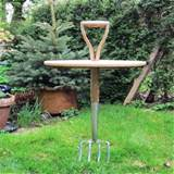 Old+Gardening+Tools+For+Garden+Decorations.jpg