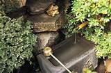 Ogród w stylu japońskim. Źródełko w japońskim ogrodzie ...