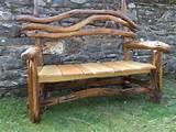 banc de jardin en bois brut forme originale accoudoir et dosseret en