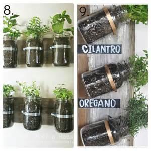Tarros utilizados para plantar plantas de especias.