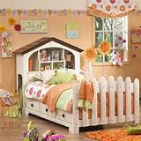 the white picket fence is such a cute finishing touch for a lovely