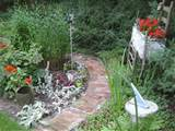 Making Creative Garden Path Ideas - Garden Edging Ideas