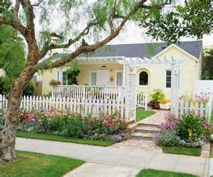 365 Tips to Improve Your Home: # 96 This Fall Create Curb Appeal