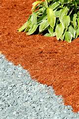 Photo showing the use of contrasting mulch colors. - David Beaulieu