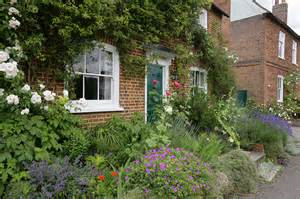 Garden Design Galleries: Cottage Gardens Pictures