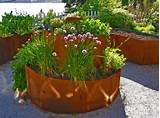 Garden Design Trends With Contemporary Planters