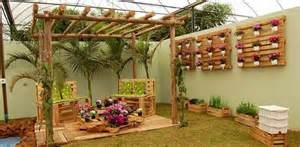 outdoor-furniture-ideas-creative-vertical-pallet-garden-wooden-chairs ...