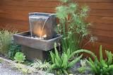 quelques dalles de pierre irr guli res forment cette fontaine