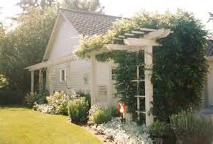 garden trellis designs http youngsgardens com site 2 garden trellis