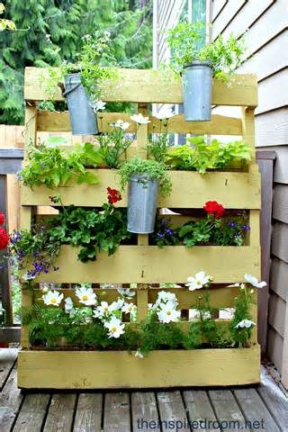 The Pallet Garden {re-mix 2012} - The Inspired Room