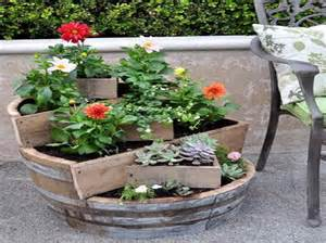 gardening flower pots decoration ideas with board material