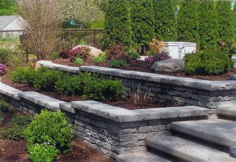 stone retaining wall for landscaping