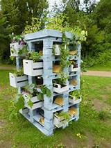 and crates as a planter tower in pallet garden diy pallet ideas ...